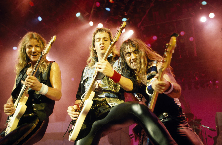 "Adrian Smith Shares Memories Of ""Gangland"" In New YouTube Video"