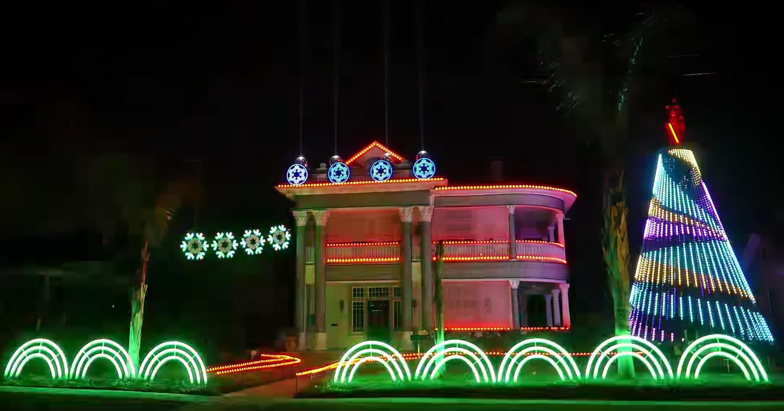 Top 5 Star Wars Christmas Light Displays On YouTube